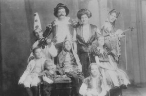 Shaw Family-English Pierrots [Connolly]